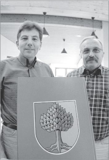 Bürgermeister Werner Dittmar und der zweite Beigeordnete Gerhard Ohl berichten von der Entwicklung ihres Heimatortes.