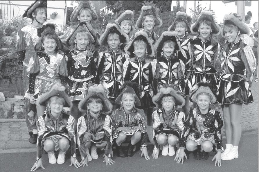 Viele Mädchen und ein Junge haben für das Tanz-Corps Grün-Blau zahlreiche Erfolge errungen, darunter Hessen-, Rheinland-Pfalz- und NRW-Meister-Titel.
