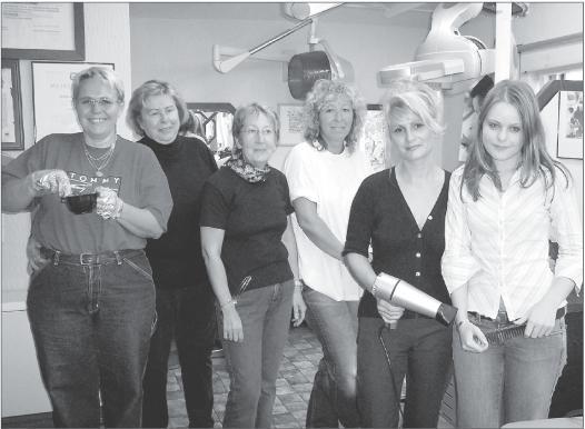 Sigrid Weimar (zweite von links) und ihr Team stellen seit 25 Jahren die Kunden in
