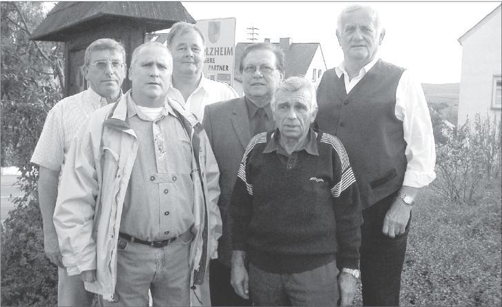 Helmut Weimar (dritter von rechts) und seine Mitstreiter setzen sich seit Jahren engagiert für Ruanda ein.  Fotos: Uli Pohl