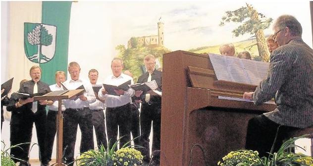 Der Holzheimer gemischte Chor Cantiamo bereicherte das erste Konzert der neuen Chorgemeinschaft ProMenAar ebenso wie das Bläserensemble der Kreismusikschule Limburg.Foto: Sigrid Baumann