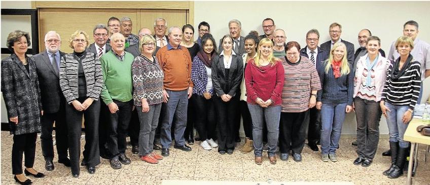 """Vertreter von Vereinen und Institutionen nahmen die aus dem Projekt """"evl / initiativ"""" bereitgestellten Fördergelder in Empfang.Foto: Dieter Fluck"""