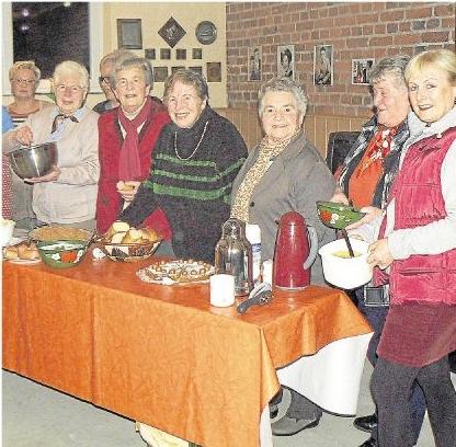 Die Landfrauen hatten viel Freude bei der Zubereitung der schmackhaften Kartoffelgerichte. Foto: Wilma Rücker
