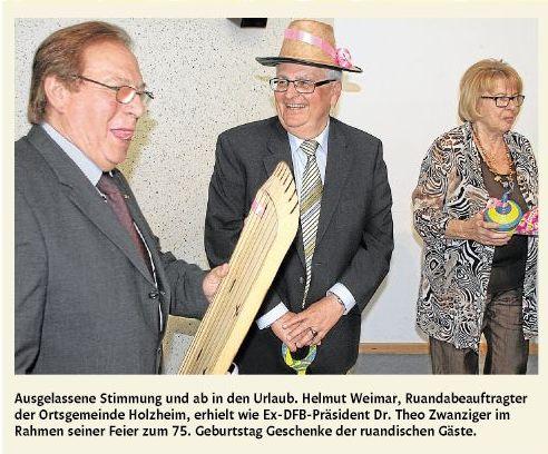 Ausgelassene Stimmung und ab in den Urlaub. Helmut Weimar, Ruandabeauftragter der Ortsgemeinde Holzheim, erhielt wie Ex-DFB-Präsident Dr. Theo Zwanziger im Rahmen seiner Feier zum 75. Geburtstag Geschenke der ruandischen Gäste.