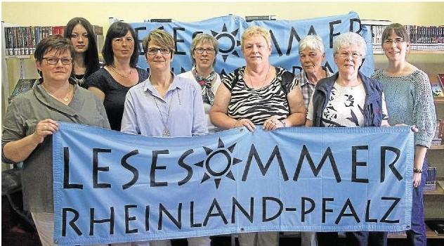 Die Vertreterinnen der Büchereien in Diez, Holzheim, Laurenburg, Altendiez und Gückingen werben wie schon im vergangenen Jahr wieder gemeinsam für die Lesesommer-Aktionen.  Foto: René Weiss