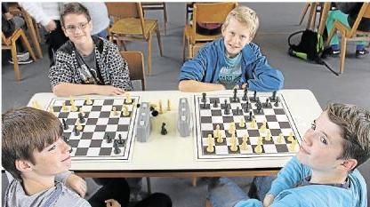 Junge Schachspieler maßen in Niederneisen ihre Kräfte.
