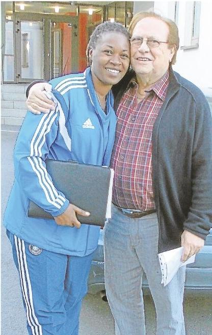 Consolee ist überglücklich, dass sie an diesem Kurs als einzige Teilnehmerin Ruandas teilnehmen konnte. Sie bedankte sich bei Helmut Weimar und bei Dr. Theo Zwanziger auch im Namen der Fußballerinnen.