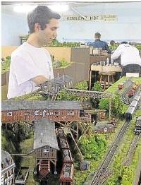 Ein in sein Hobby vertieftes Mitglied des Modell-Eisenbahn-Clubs Limburg-Hadamar.Foto: Theresa Stang
